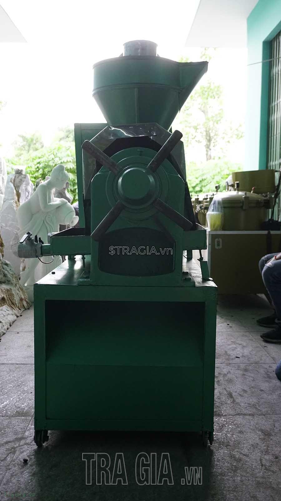 Mặt hông máy ép dầu lạc OKA 95A