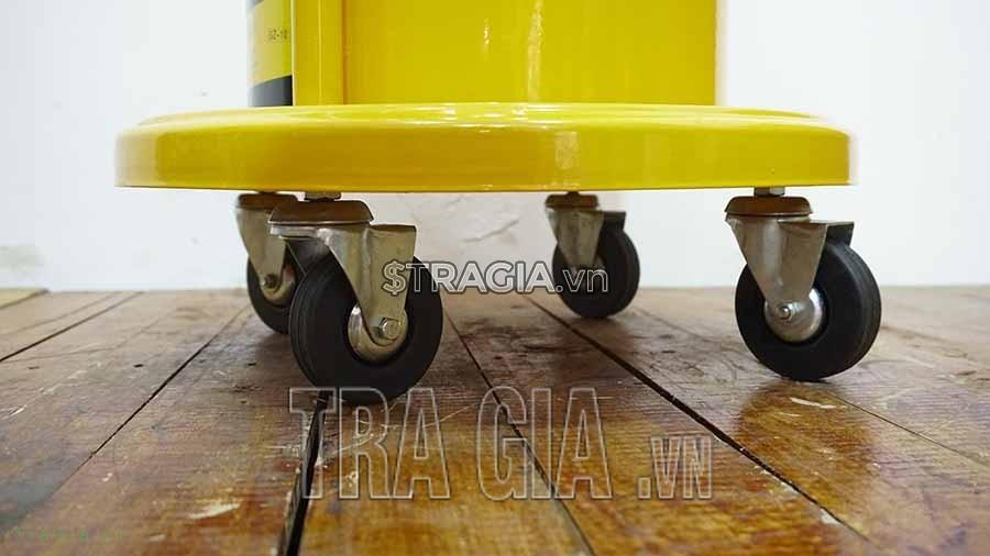 Máy bơm mỡ bò GZ-10 có hệ thống bánh xe giúp người dùng dễ dàng di chuyển máy