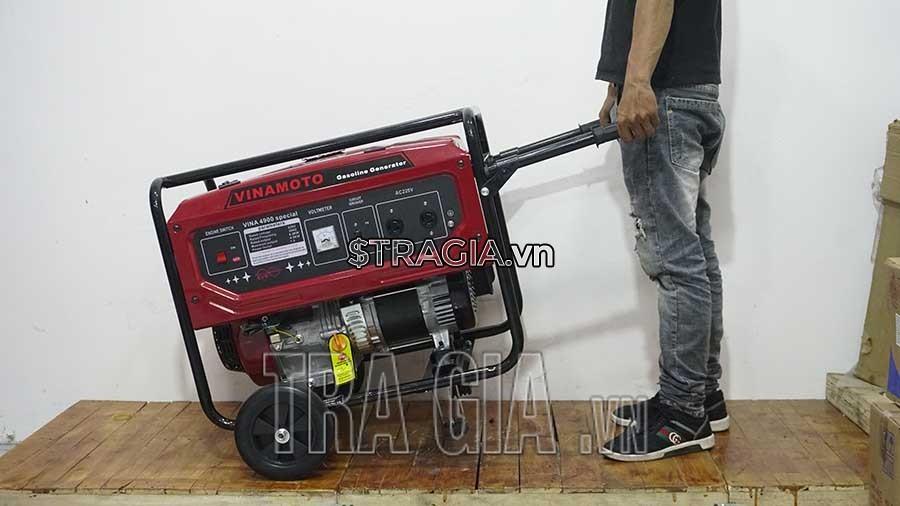 Máy phát điện chạy xăng 4900 4.5KW có tay cầm và bánh xe giúp di chuyển nhẹ nhàng