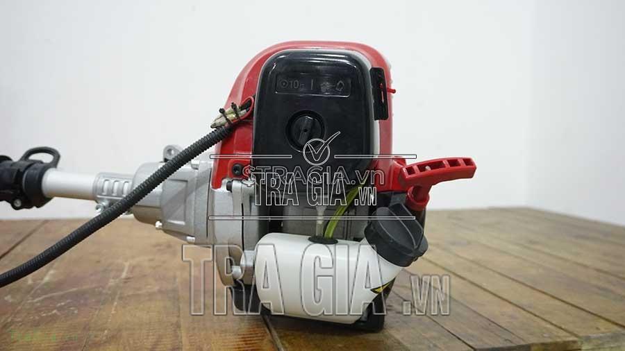 Mặt hông máy cắt cỏ Huspanda 35FI