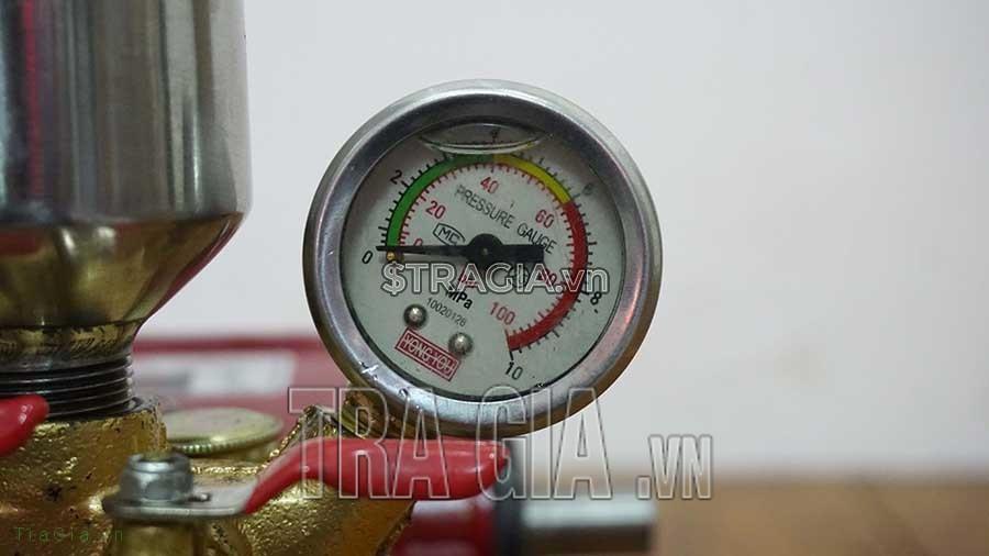 Đồng hồ đo áp lực của máy